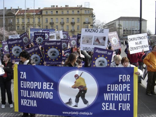 Zagreb demo against the seal slaughter 10 [ 171.91 Kb ]