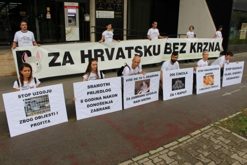 Protest in front of Ministry of Agriculture - 9th July 2015 [ 222.55 Kb ]